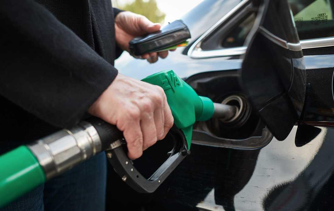 De höga bensinpriserna får det att mullra bland bilisterna.