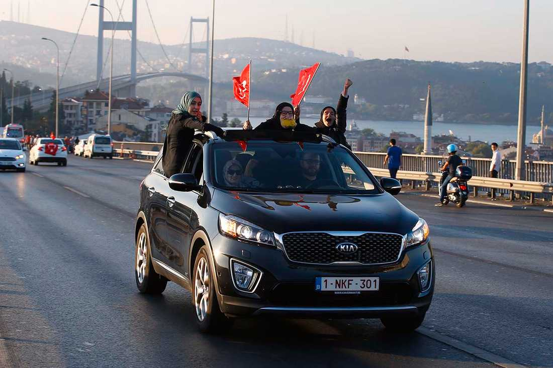 Bosporenbron under lördagsmorgonen, Istanbul.