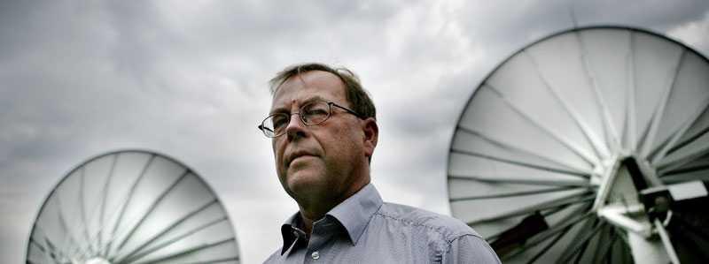 FRA:s generaldirektör Ingvar Åkesson gick från att inte vilja synas i medierna alls till att ställa upp på mängder av intervjuer och utfrågningar. Allt för att göra det lättare att få igenom signalspaningslagen.