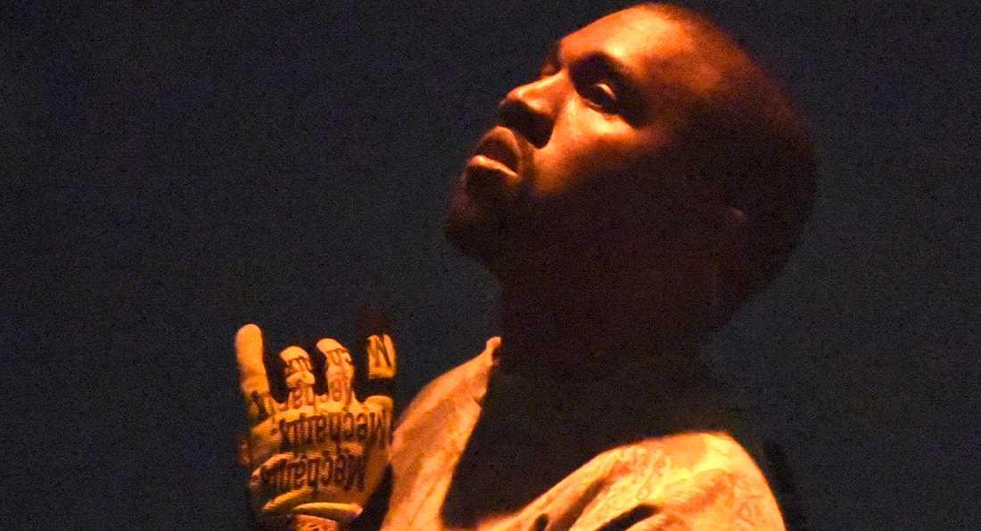 "Prisa Gud: försenade albumet ""Jesus is king"" med Kanye West har landat."