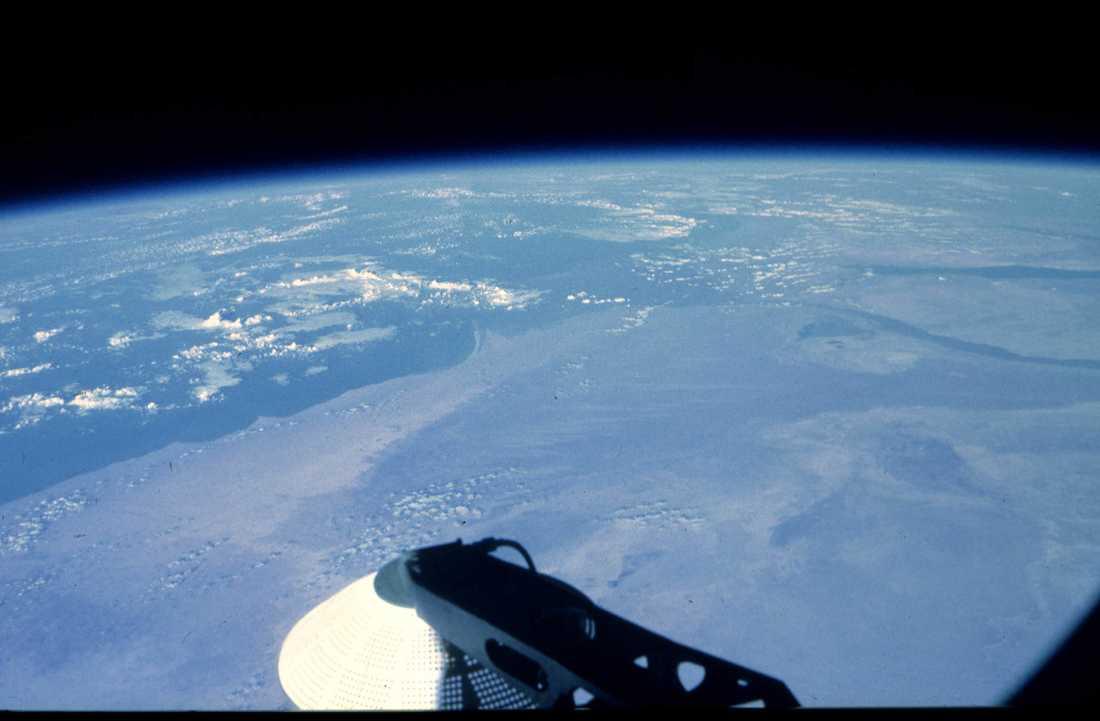 Vy över jorden från en rysk Sojuzfarkost. Arkivbilld.