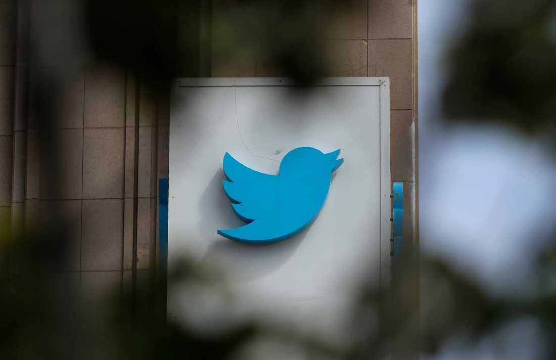 Mikrobloggen Twitter vill vara ett hjälpmedel i den offentliga debatten, men nu ska inläggen granskas hårdare. Arkivbild.