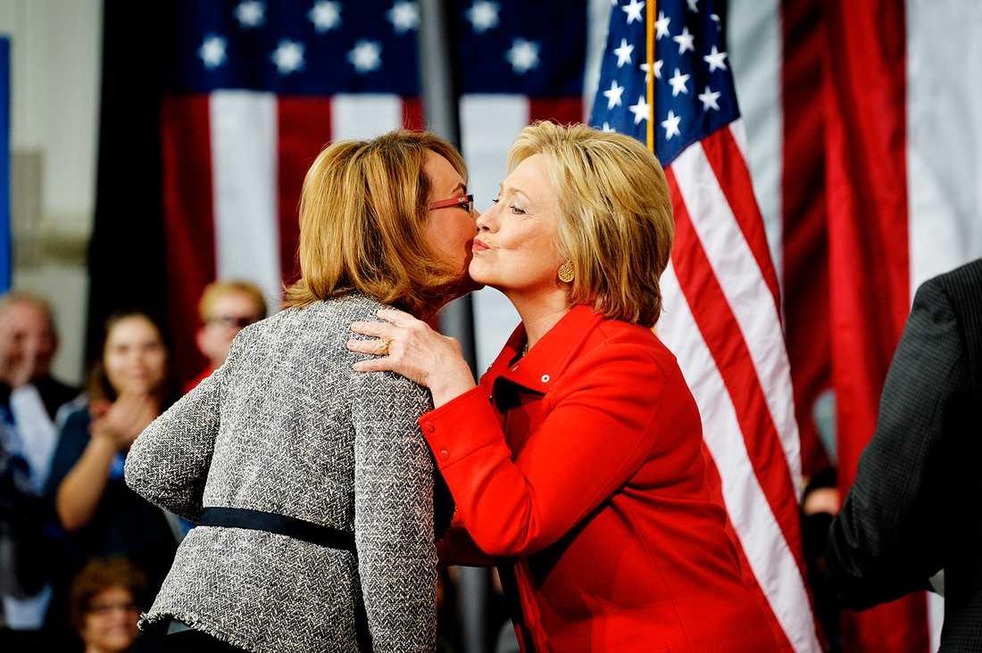 Hillary Clinton och Gabby Giffords.