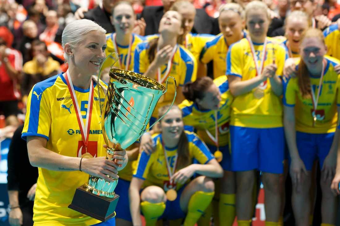 Anna Wijk med VM-bucklan efter finalsegern mot hemmanationen Schweiz i december.