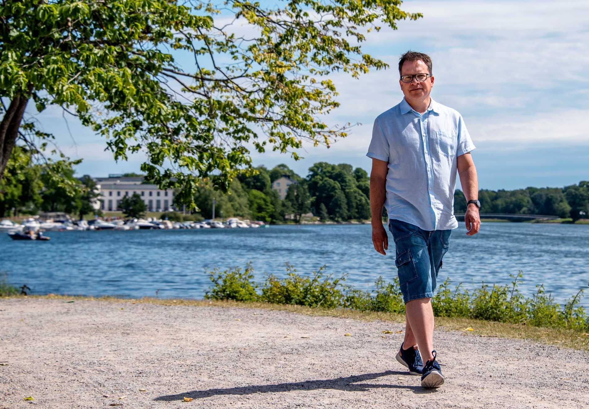 Peter Sjölund älskar att promenera i naturen, och att dansa. Men någon dans har det inte blivit den senaste tiden - på grund av pandemin.