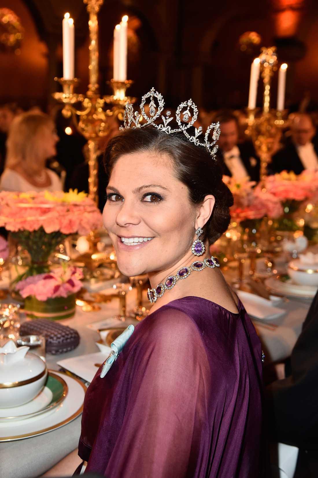 Kronprinsessan Victoria på nobelmiddagen.