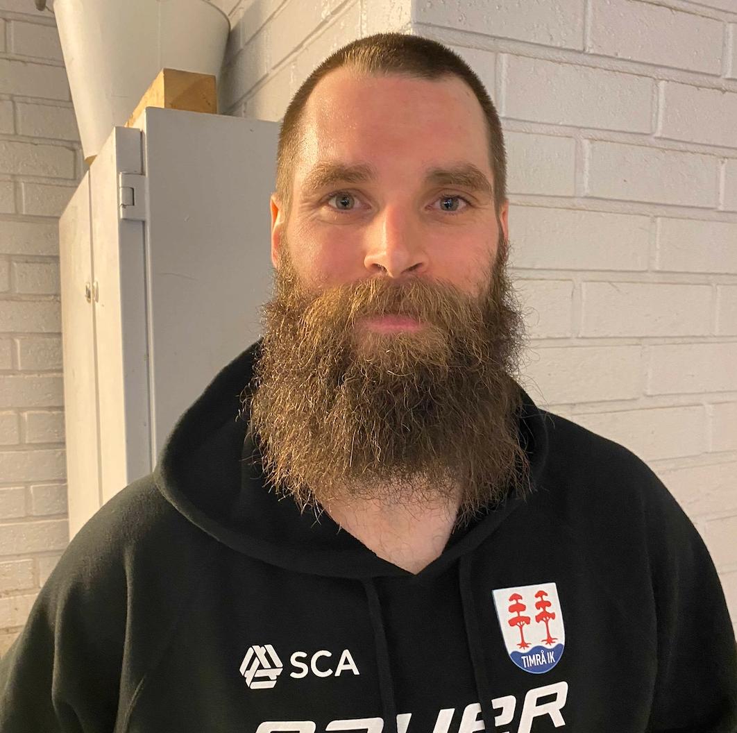 Per Svensson lovar att raka av sig skägget om Timrå säkrar en plats i SHL.