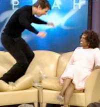 Under en pratstund i Oprah Winfreys program studsade Tom Cruise upp och ner i soffan medan han bedyrade sin kärlek till Katie Holmes.