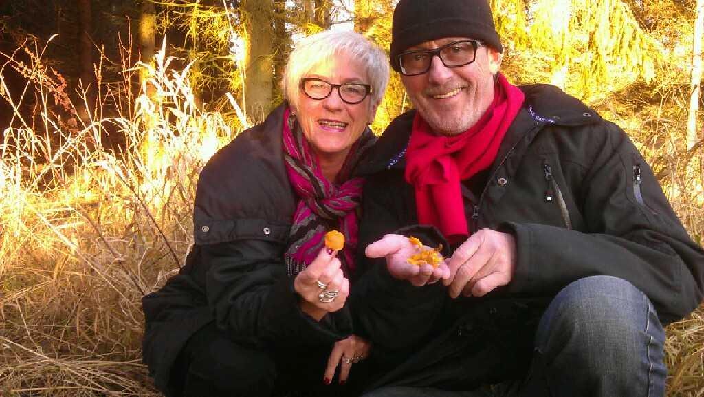 Inger och Conny Johansson hittade kantareller på julafton.
