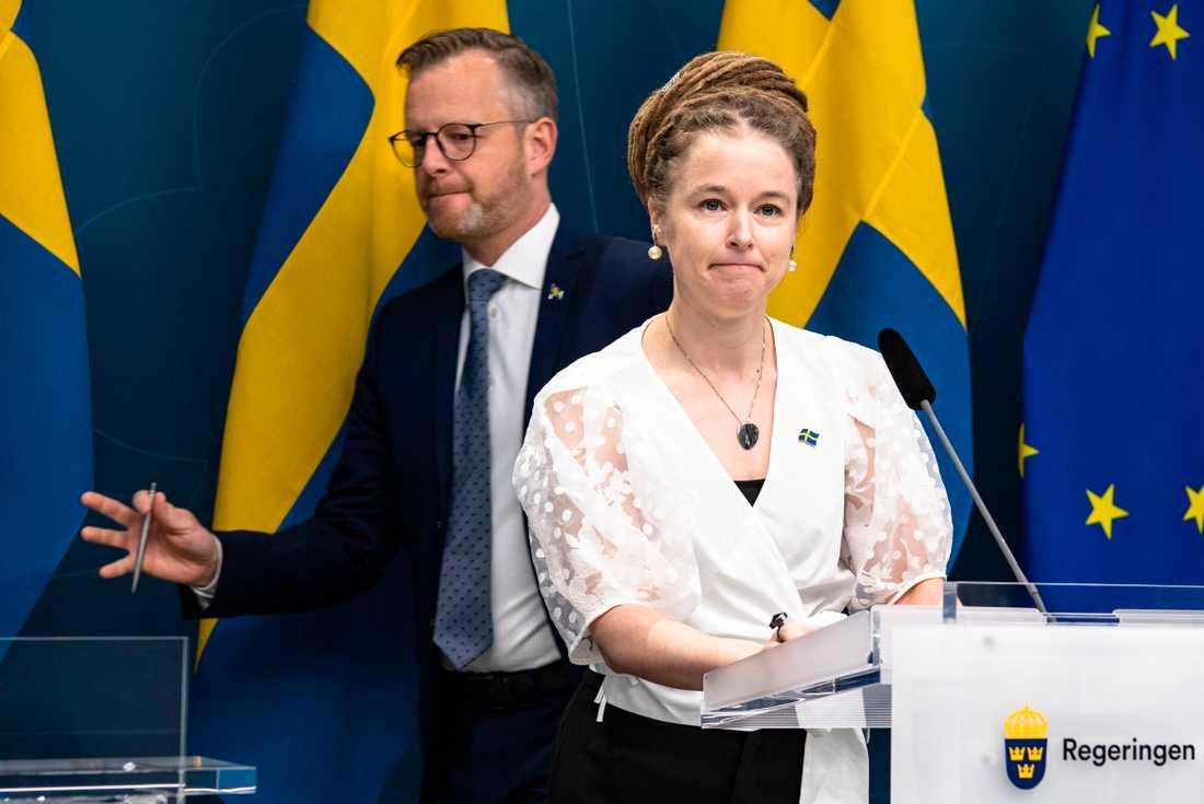 I går gav Amanda Lind och Mikael Damberg beskedet att allsvenskan kan starta om två veckor.