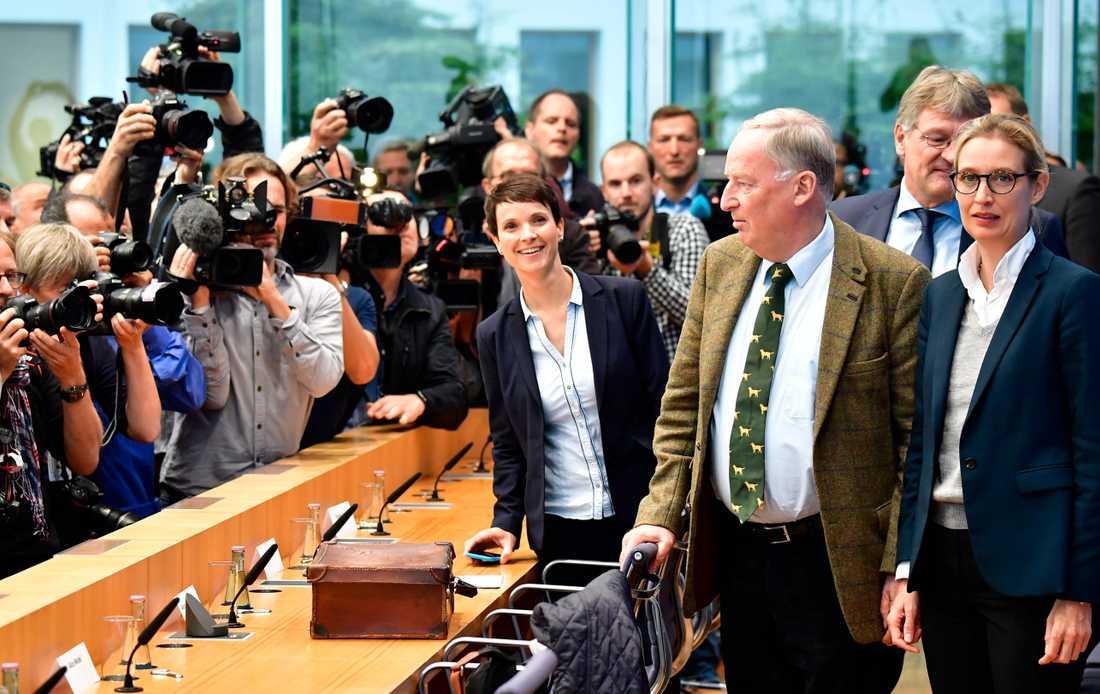 Frauke Petry innan hon stormade ut från presskonferensen