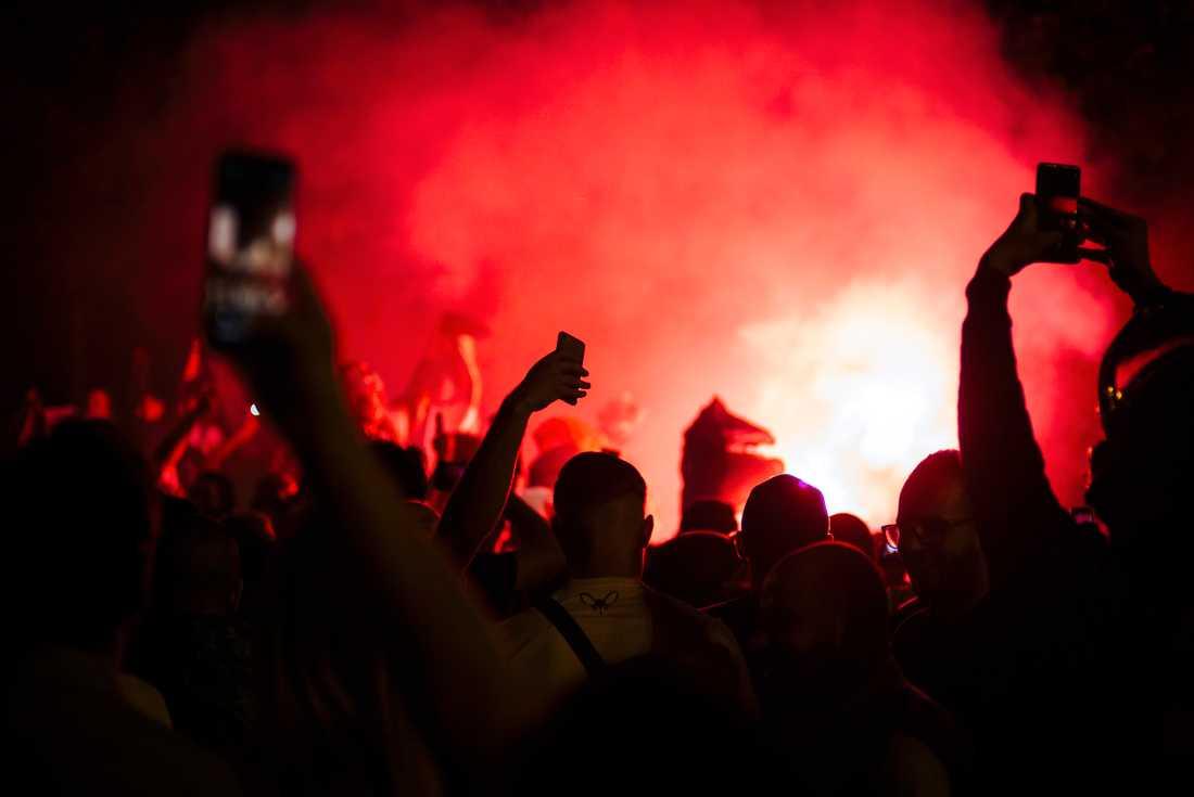 Stökiga firanden bröt ut i Frankrike på söndagskvällen efter att Algeriet slagit Nigeria i semifinalen i Afrikanska mästerskapen.