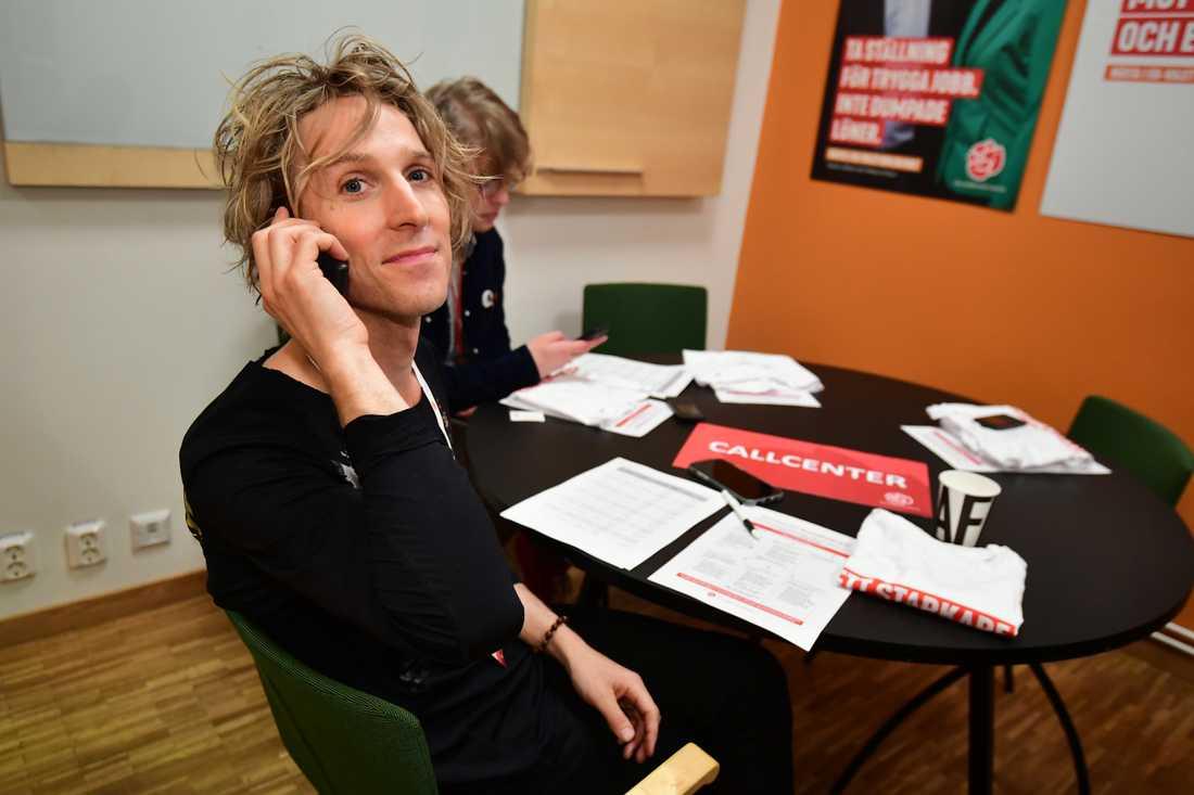 Love Antell ska sitta i callcenter på Socialdemokraternas valvaka i partihögkvarteret på Sveavägen 68 under kvällen.