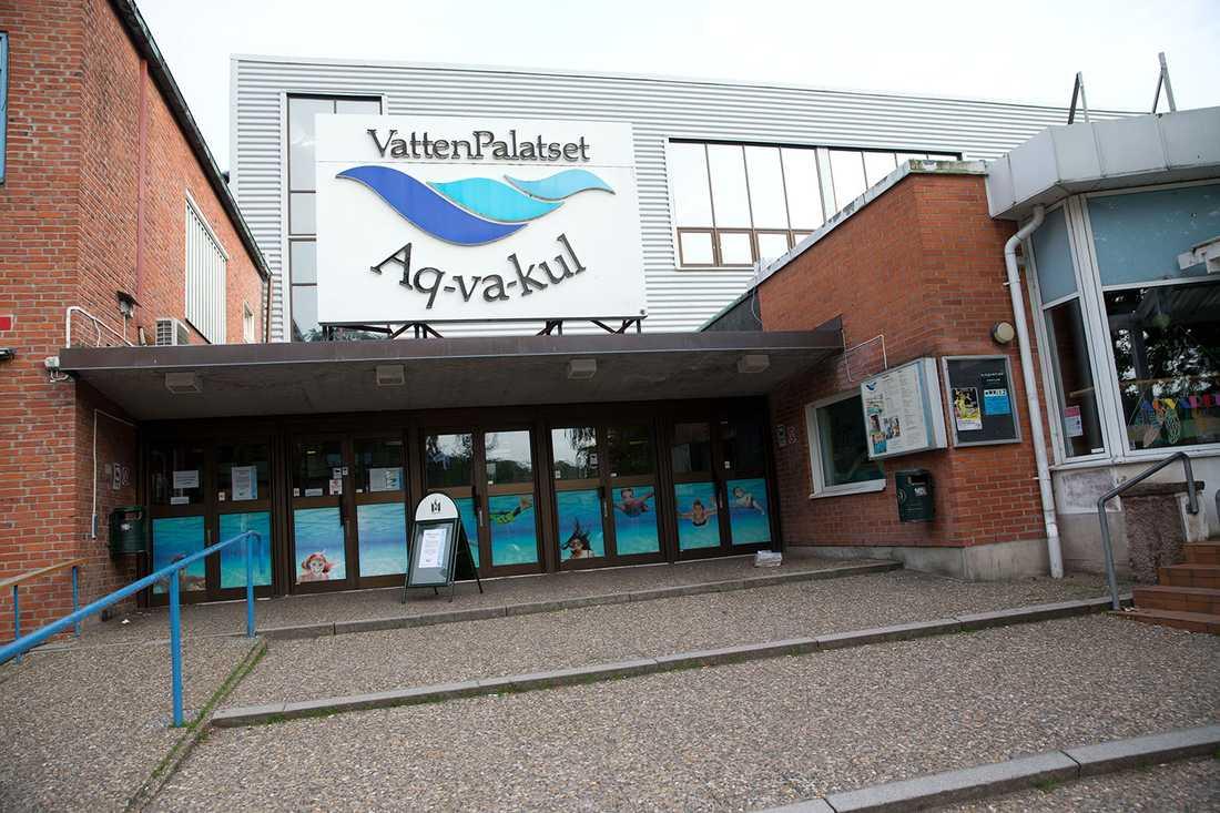 """""""Vi stänger inte badet på grund av de här killarna, utan för att det var en säkerhetsrisk för besökarna att bada där det kan finnas glas"""", säger Malmö stads badansvariga Ann-Christine Magnusson."""