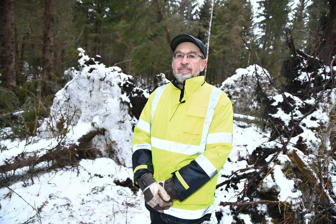 Skogsägaren Stefan Lindskogs ägor drabbades hårt av stormen Alfrida.