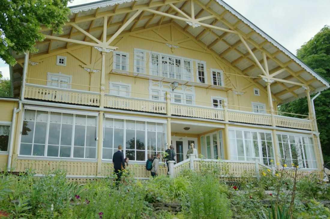 """Här spelades """"Svartsjön"""" in – """"Det spökade hundra procent i huset"""", enligt Hedda Stiernstedt"""