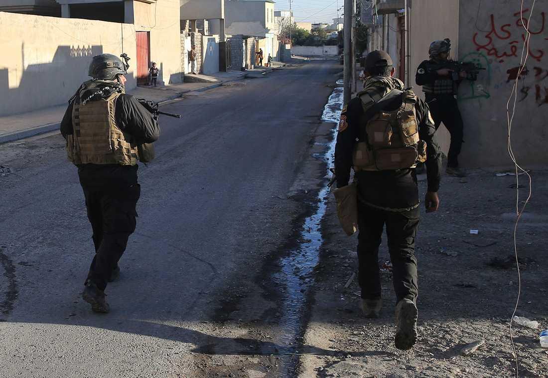 Irakiska soldater i Bakr, Mosul.