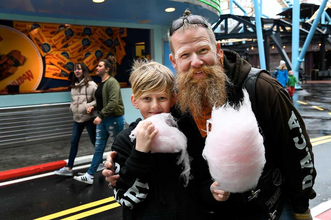 """""""Det berör mig så otroligt mycket att få se glädjen hos barnen"""", säger Kalle """"Mr Beard"""" Ringholt, som är en av frontfigurerna i Daca."""