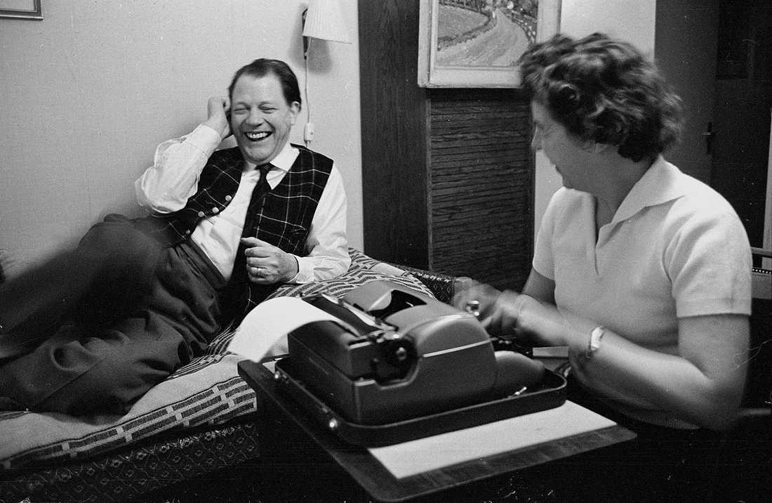1977. Författaren Harry Martinson med frun Ingrid.