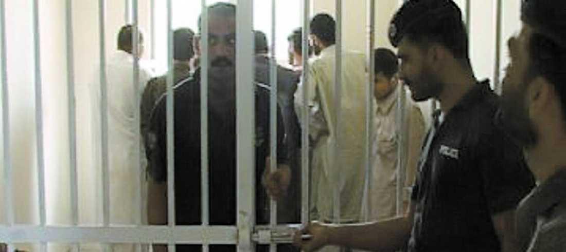 LÅSTES IN HÄR I den här cellen spärrades de misstänkta svenskarna in av pakistansk polis efter gripandet. Nu vet ingen mer än de pakistanska myndigheterna var de hålls fängslade i dag.