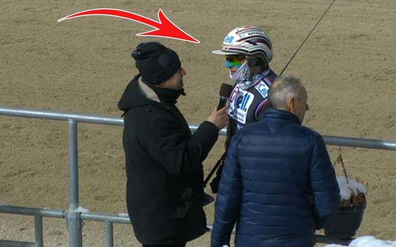 Ulf Ohlsson i vinnarcirkeln på Gävle, med tejpat ansikte