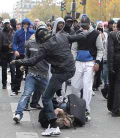 Eventet urartade –folk misshandlades och polisen tvingades gripa 10 personer.