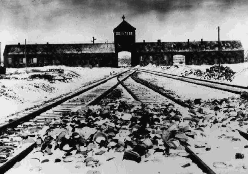 Omkring en miljon judar mördades i Auschwitz-Birkenau. Den 27 januari 1945 befriades de sista fångarna.