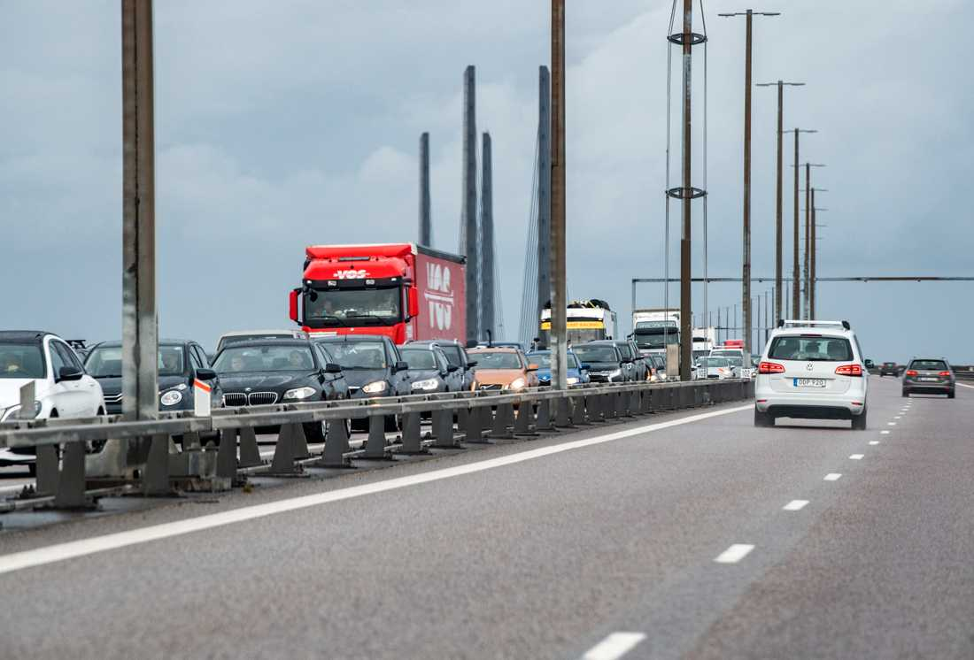 Köer på Öresundsbron är en vanlig syn sedan gränskontroller införts. Bild från i maj.