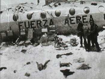Olyckan Några av de överlevande framför flight 571.