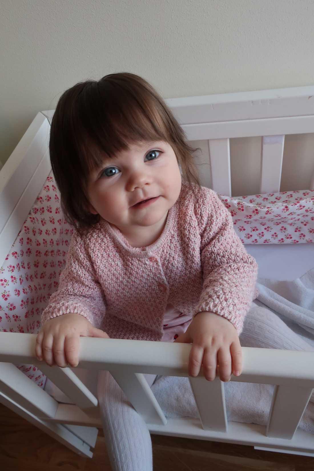 """Alexandra Nyström från Stockholm: """"Vår dotter Ellie har massor av hår sedan hon föddes. Har aldrig tappat hår och klippt luggen på henne fem gånger och hon är ett år nu"""". På bilden är Ellie åtta månader."""