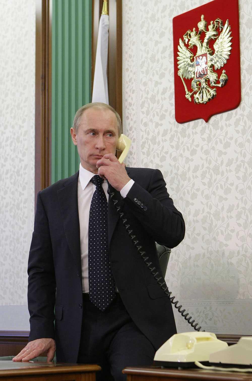 Putin pratar i telefon vid ett tidigare tillfälle.