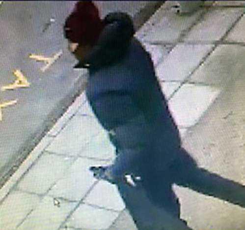 Dansk polis har släppt nya bilder på gärningsmannen som jagas.