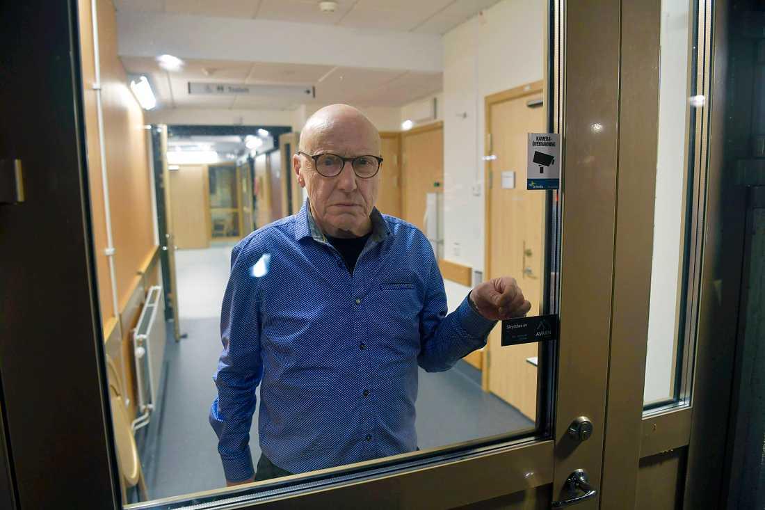 Stig Norling, 73, är en av patienterna som inte får lämna sjukhuset.