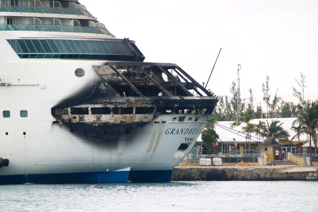 Grandeur of the Seas brandskadade akter. Ingen människa ska ha skadats i dramat.