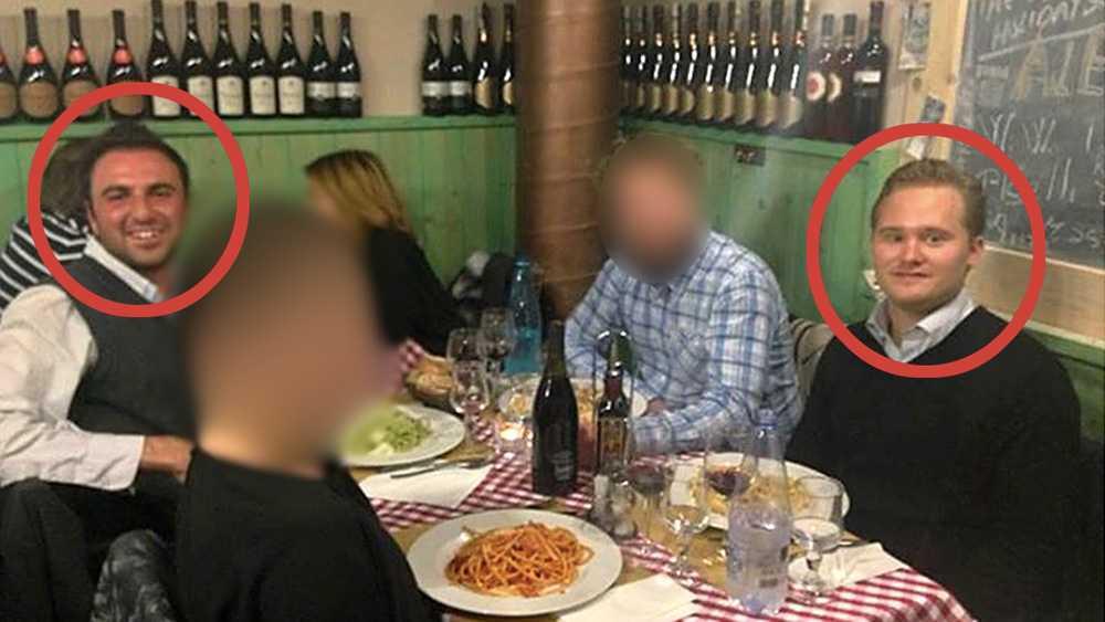 På bilden sitter SD:s presschef Henrik Vinge (till höger) vid samma bord som Giuliano Moggi (till vänster), en hög internationell företrädare för La Destra.