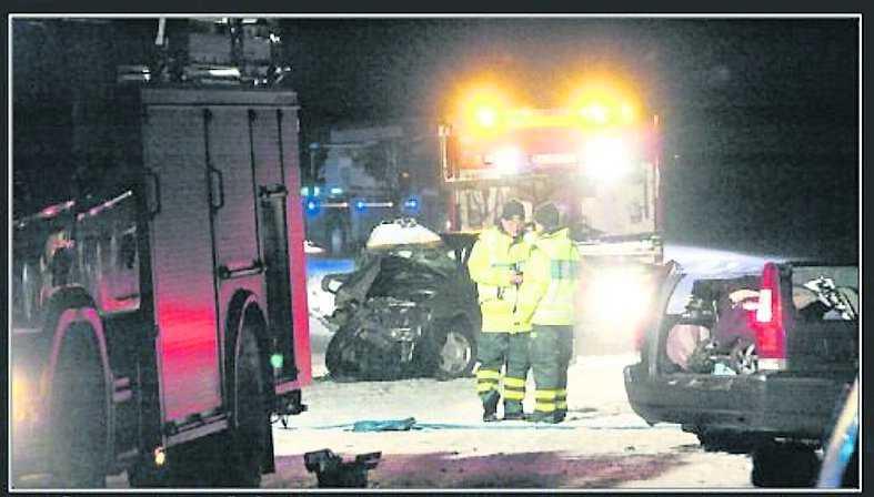 25 december 2009, Riksväg 83, Lenninge Den 64-årige mannen skulle skjutsa sin vuxne son till juldagsfirande med kompisarna. Det snöade kraftigt. Han fick sladd och bilen frontalkrockade med en mötande bil. Pappan dog och sonen skadades svårt.