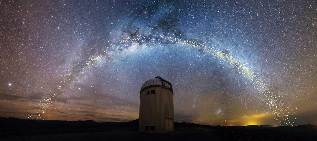 Polska forskare har skapat en tredimensionell karta över vår egen galax, Vintergatan. Kartläggningen gjordes med hjälp av så kallade cepheider, ljusstarka stjärnor vars ljusstyrka varierar i ett bestämt mönster. På bilden syns några av de cepheider som forskarna kartlade vid teleskopet i Warszawa i Polen.