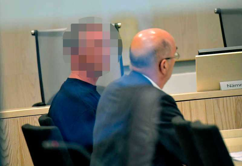 Mannen häktas misstänkt för mordet.
