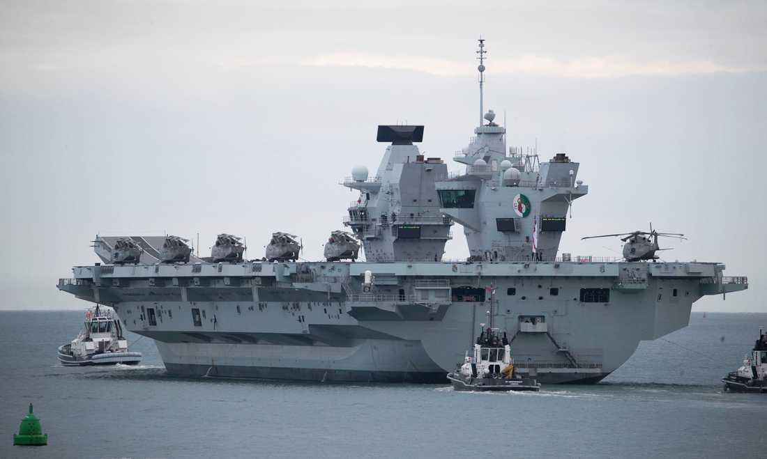 Det brittiska hangarfartyget HMS Queen Elizabeth ska bistå fartygen som skickas till Svarta havet.