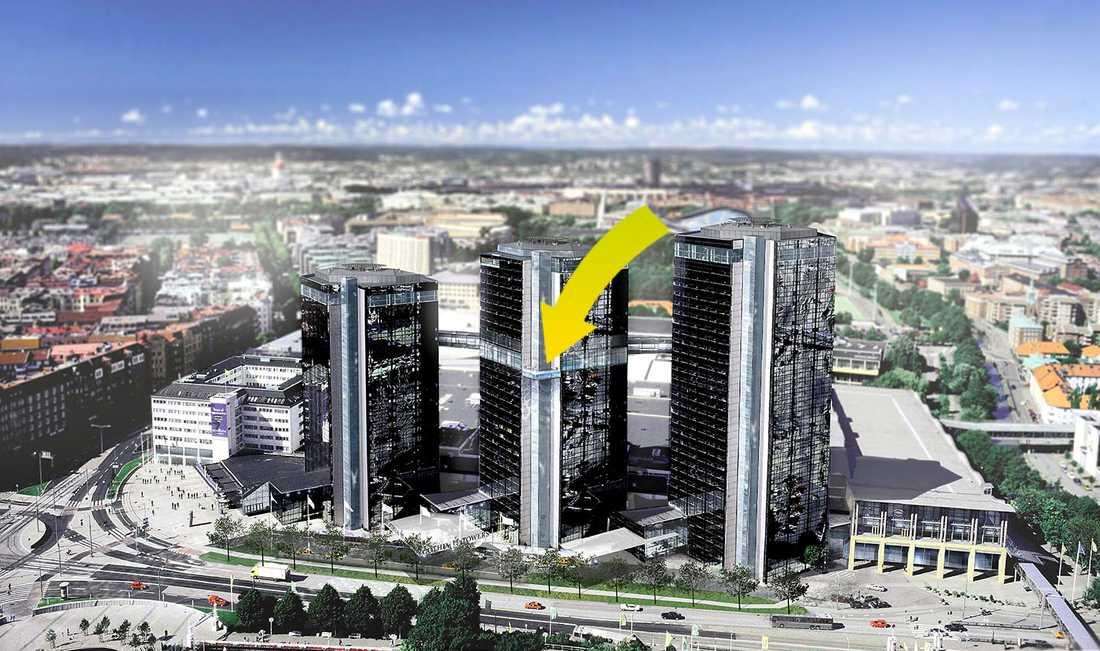 Exklusiva Upper House är en del av Gothia Towers i Göteborg. Nya poolen hänger ut från mittentornets fasad, 19 våningar ovan mark (vid pilen).