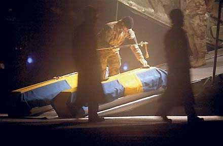 I onsdags kom kropparna efter de två stupade svenska officerarna hem till Sverige.