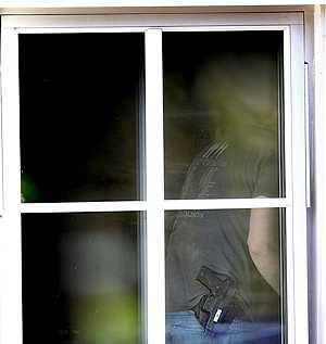 Polisen gjorde på söndagen husrannsakan hemma hos den 34-årige mannen.