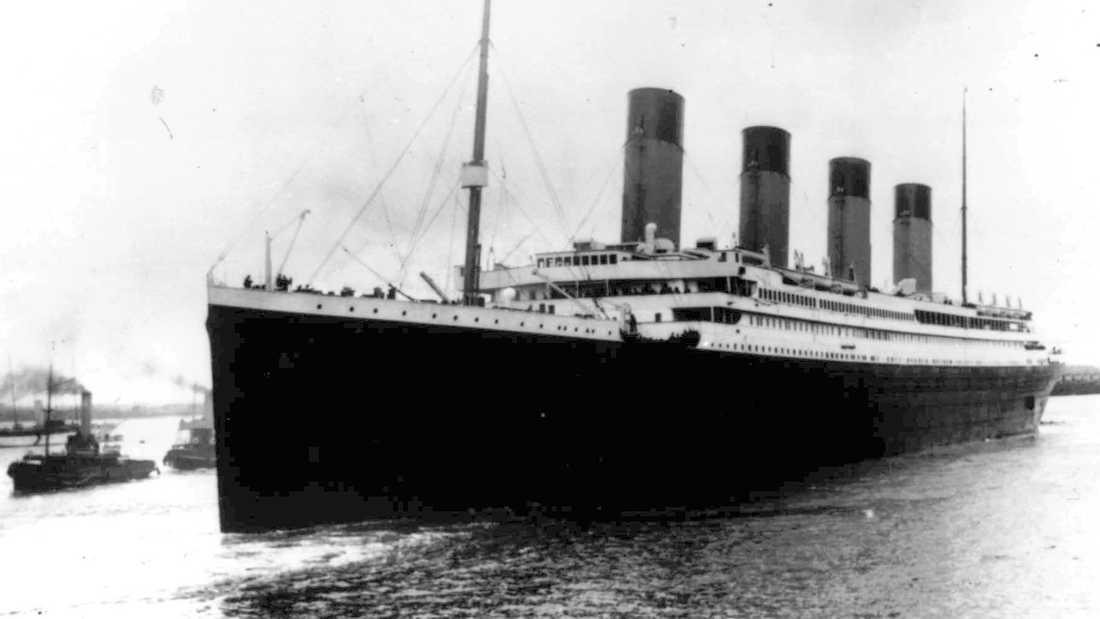 Över 1500 människor dog när Titanic gick på ett isberg och sjönk 1912.