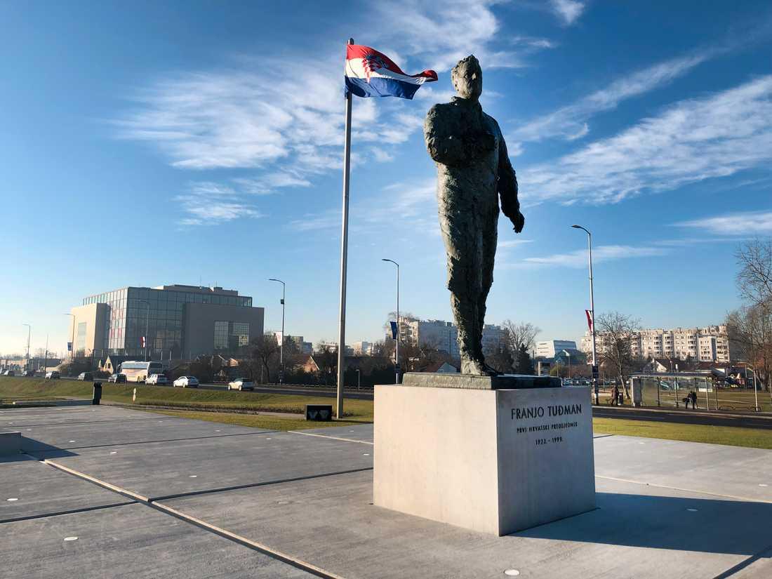 Förre presidenten Franjo Tudjman (1922–99) står staty framför Nationalbiblioteket i Zagreb där Kroatien kommer att arrangera en rad möten under sitt halvår som ordförandeland i EU.