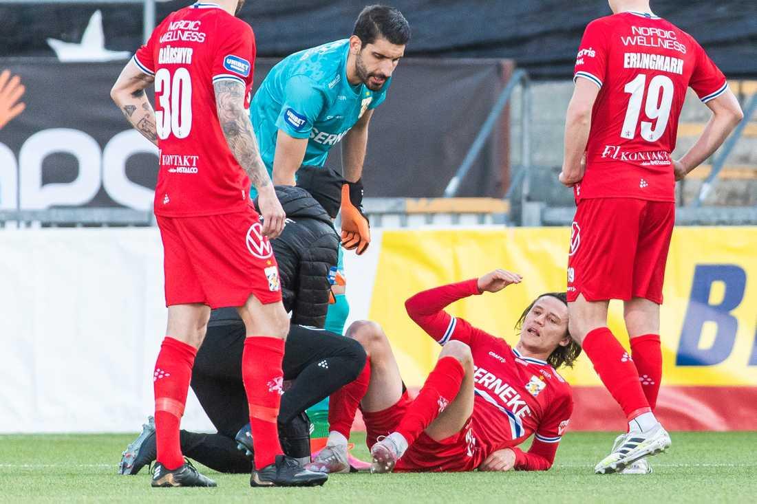 Simon Thern utgick skadad i premiären mot Örebro.