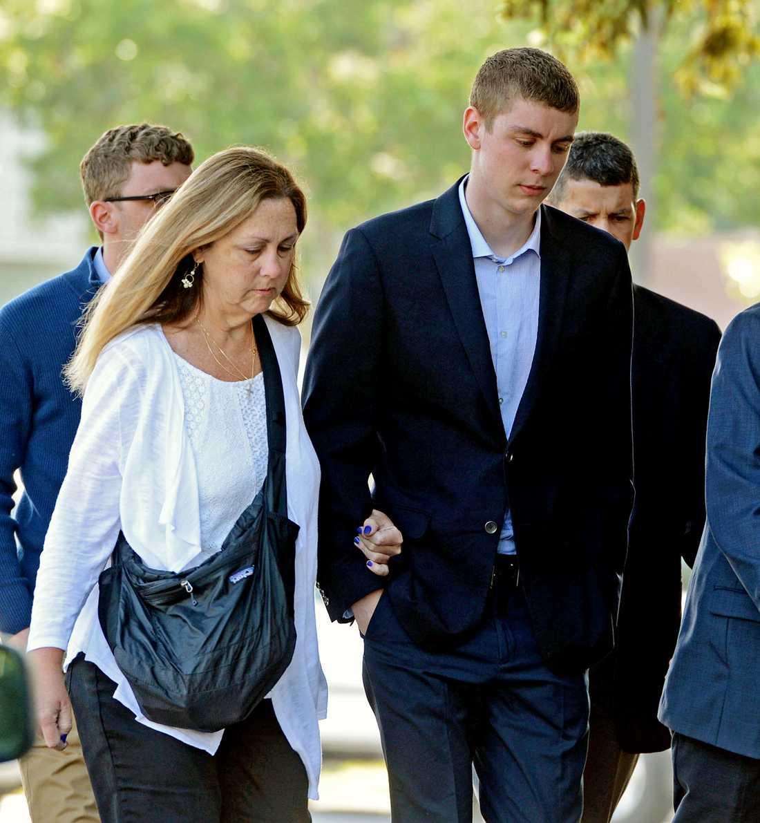 Brock Turner dömdes till sex månaders fängelse efter våldtäkten som två svenskar avbröt.