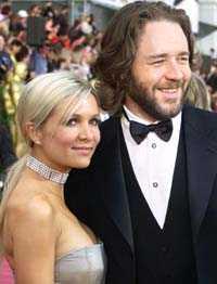 Danielle Spencer och Russell Crowe planerar att gifta sig den 7:e april.