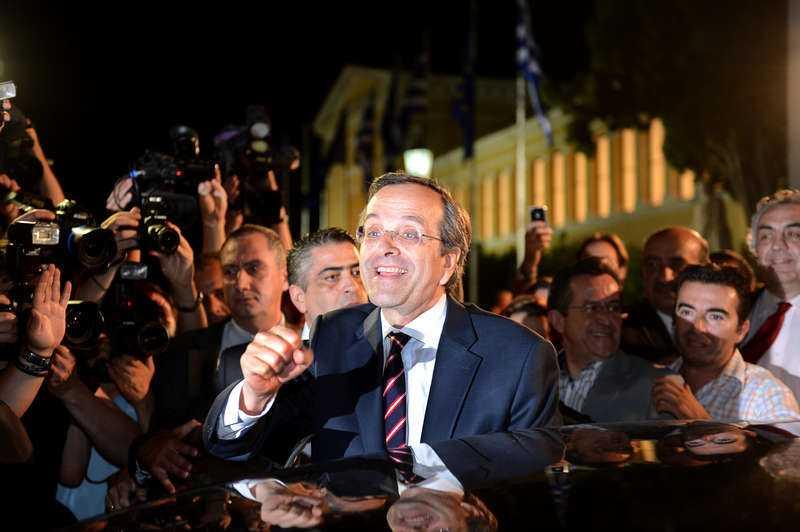 Tufft jobb för valsegraren Journalisterna gjorde allt för att komma nära högerledaren Antonis Samara. Han log men strålade inte av lycka. Pressen är stor på mannen som påstås ska kunna rädda Grekland från att slutgiltigt tippa ner i den ekonomiska avgrunden.