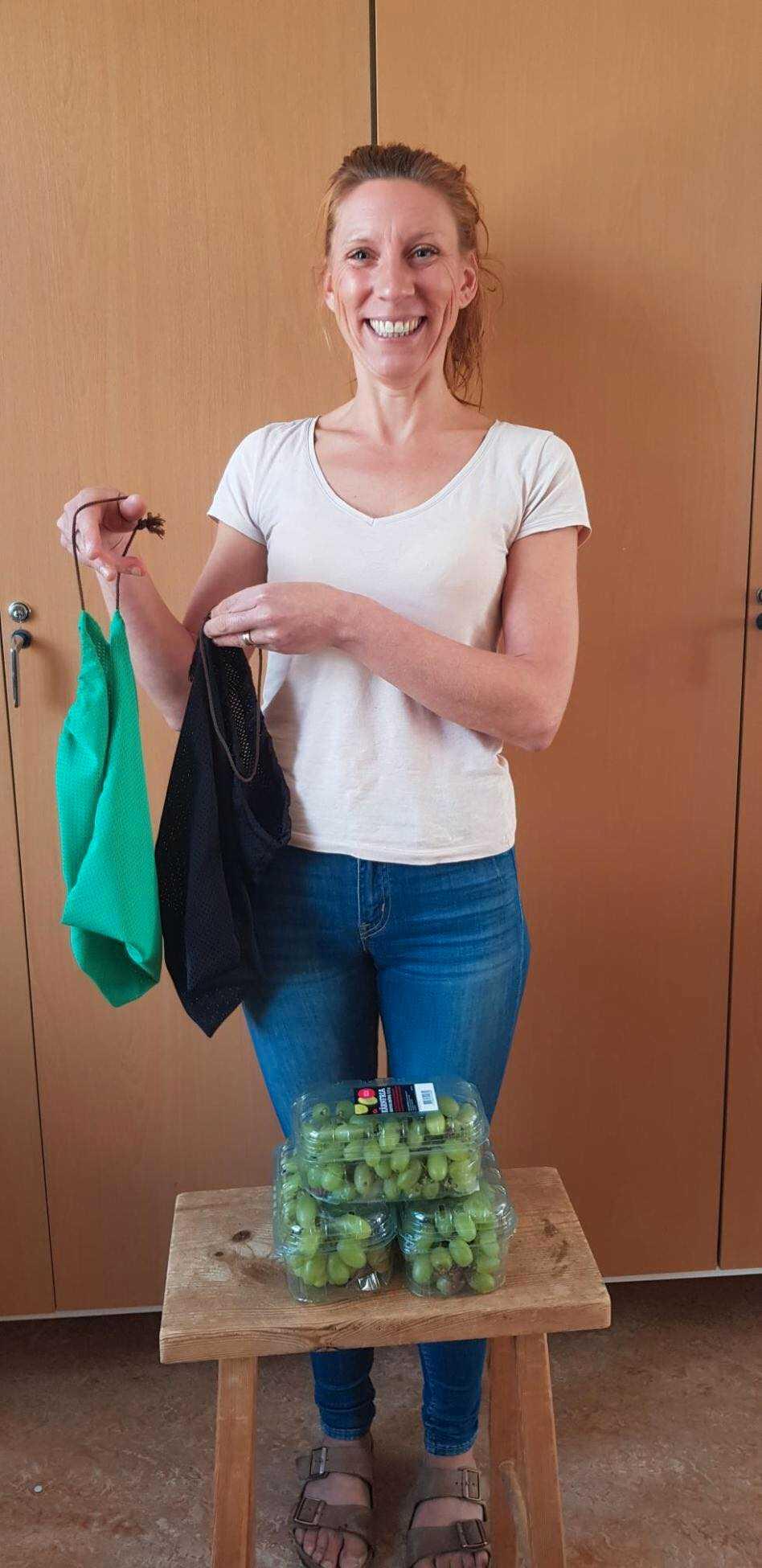 Sofia Elmgren startade ett samarbete med en Ica-butik och får nu överbliven frukt varje dag.