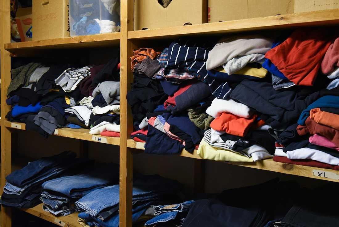 Värmstugan i Helsingborg samlar bland annat in kläder till behövande.